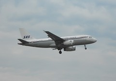 SAS A319 (mjabbasi) Tags: london airport heathrow airbus sas a319