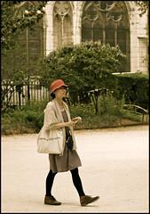 les jeune filles de paris ... (ana_lee_smith) Tags: street travel paris france tourism lens photography candid style beercan notre dame fille jeune parisienne photosofparis analeesmith minoltaaf70210mm sonyalphaslta33 squaredeiledefrance