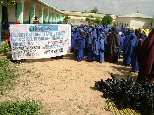 Food distribution for abdalla drew girls school in baidoa_1