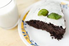 Gâteau choco-menthe (Sebastien Morin) Tags: light food home cake menu dessert cuisine milk flash cook mint lait setup choco diffuser reflector chocolat strobe baked testshot gâteau menthe delicieux culinaire strobist fstoppers