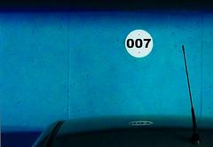 Bond Parking (Walimai.photo) Tags: parking james bond blue green verde azul car coche lumix panasonic lx5