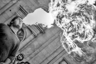 Santiago de Chile, Lanza fuego