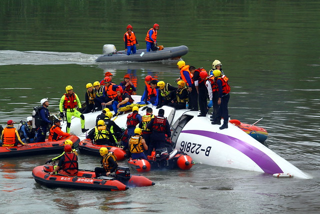 TransAsia GE235 Crashed 02/04 Taipei