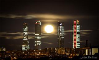 Luna llena  4 Febrero 2015. Cuatro torres Madrid