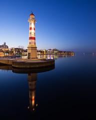Malmö Inre Fyr I (Gustaf_E) Tags: winter lighthouse skåne vinter sverige malmö natt fyr kväll universitetsbron inrefyr