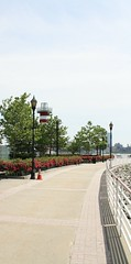 Hudson River Walk, Jersey City (ktmqi) Tags: jerseycity newportjerseycity hudsoncounty hudsonriver river riverwalk park vista boats