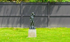 HFF / Happy Fence Friday .... Loring / Wyle Parkette .... Toronto, Ontario, Canada (Greg's Southern Ontario (catching Up Slowly)) Tags: statue hff florencewyle torontoist loringwyleparkette happyfencefriday harvesterflorencewyle harvesterstatue mooreparkneighbourhood