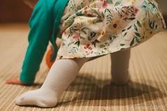 """26/35: intentndolo...."" (Josune Martin) Tags: en alfombra pie bebe vestido pelota hogar chaqueta calcetin levantarse leotardo ponerse"