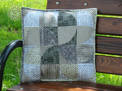 Swirling Pillow-jpg (Gosia @ Quilts My Way) Tags: grid words circles letters pillow numbers quilting aurifil