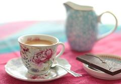 Caf gourmand (zinnia2012) Tags: caf 50mm chocolate porcelain chocolat creamjug cafgourmand flowerycup tassefleurie