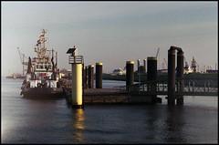 Bremerhaven Analog 2016 (305) (Hans Kerensky) Tags: canon 7 lzos jupiter12 28 35mm lens film fuji superia 200 scanner plustek opticfilm 120 bremerhaven tug boat pier