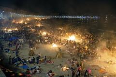 Noche de San Juan 2016... (Leo ) Tags: luces noche mar corua fiesta gente playa arena galicia sanjuan nocturna fuego riazor orzn hogueras sanxon solsticiodeverano