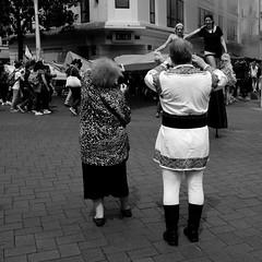 DSCF5424bc (Absolut-Photo) Tags: street white black photo couple noir humour luc rue moreau blanc nantes ville photographe