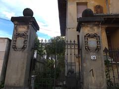DSCF1159 (Jusotil_1943) Tags: bolas hierro puerta verja numeros 20 cables columnas