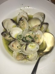 Fresh clams in a lemon and white wine sauce (alisonsteinberg) Tags: summer food lemon yum sauce fresh delicious seafood clams whitewine