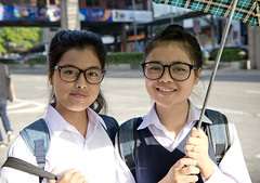 MYS060 Kuala Lumpur 06 - Malaysia (VesperTokyo) Tags: street asia malaysia kualalumpur  younggirls blackrimmedglasses  womanstudents blackframeeyeglasses