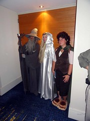 Gandalf, Galadriel, and Frodo (blueZhift) Tags: costumes anime cosplay wizard elf videogames fantasy gandalf scifi lordoftherings hobbit frodo tolkien baggins dragoncon galadriel