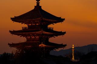 八坂の塔と京都タワー - Yasaka Tower and Kyoto Tower