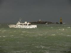 Liaison vers Batz (gaelkervarec) Tags: port andrea roscoff bateau tempête batz traversée