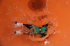 Haciendo lo imposible me divierto (fmateluna_90) Tags: chile street me water ball photo calle saw agua experimental crossing dragon force with experiment gravity impact figure shock 13 liquid con tests choque experimento fotografa pruebas impacto liquido figura fuerza gravedad cruzar vieron efar