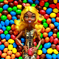 M&M's (Mariko&Susie) Tags: food colors monster yellow werewolf sisters canon hair t eos rebel high mms kiss wolf colorful doll dolls candy sister chocolate 600 susie mm mariko mh t3i x5 clawdia 600d clawdeen  marikosusie