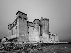 (Fabio De Santis) Tags: longexposure sea seascape castle beach architecture landscape photography blackwhite nikon rocks sigma filter castello architettura santasevera ndfilter nd1000 d5100 fabiodesantis