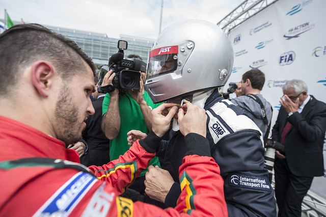 Daniel Abt prepares José Viegas for the ride