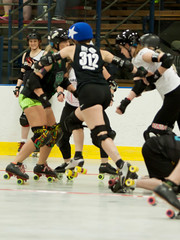 IMG_0241 (clay53012) Tags: ice team track flat arena madison skate roller jam derby league jammer mrd bout flat wftda derby womens track hartmeyer moocon2016