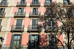 Les fentres de La Rambla (http://visiteursdumonde.com) Tags: barcelona windows larambla lasramblas barcelone fentres catalogne