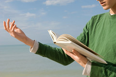 Gettyimages - poesia (La Veu del Pas Valenci) Tags: ocean usa man outdoors reading one book holding poetry day escape adult florida bodylanguage literature cropped watersedge atthebeach gesture sideview youngadult youngman adultsonly speaking oneperson armsout colorimage casualclothes booklover 1819years reciting onlymen oneyoungmanonly onemanonly waistup onlyyoungadults onlyyoungmen