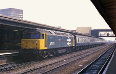 47971 is seen at Reading Station working the 7.18 Mancester to Poole train on 21-7-90. I Cuthbertson collection (I C railway photo's) Tags: class47 47971 reading duff largelogo