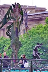 Paris Juin 2016 - 137 des sculptures sur le Pont des Arts (paspog) Tags: sculpture paris france statue seine cadenas arts statues pont sculptures padlocks pontdesarts