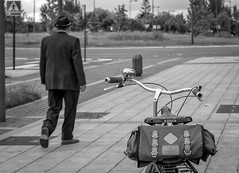 . (explore 25-06-16) (Sergio Mora-Gil Crespo) Tags: street people bicycle calle gente bicicleta sombrero