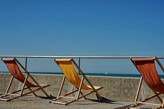 vandaag-begint-de-zomer (Don Pedro de Carrion de los Condes !) Tags: donpedro d700 zomer zomertijd zonnewende seizoen deckchairs strandstoelen zomers equinox keerkring uitzicht zee zeil vakantie weg uitblazen