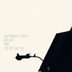 เป็นคนอย่างนี้ เอาใจไม่เป็น ปากกับใจไม่ตรง อยากให้เธอเข้าใจ  ถึงฉันไม่ถามก็ไม่ได้แปลว่าละเลย  ถึงฉันเฉยๆก็ไม่ได้แปลว่าฉันลืมเธอ  ถึงแม้ว่าฉันไม่เคยมีคำว่ารักเธอ  แต่หัวใจก็รักเธอ  ไม่อยากให้เธอดูแลใกล้ชิดใคร  ไม่อยากให้ใครใกล้ชิดดูแลเธอ .กลัว เธอเปลี่ยนใจ