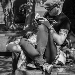 Amsterdam, Rembrandtplein (Bart van Dijk (...)) Tags: city urban bw man netherlands monochrome amsterdam blackwhite spring couple zwartwit nederland citylife streetphotography tourists squareformat dailylife lente vrouw stad zw rembrandtplein stel stadsarchief toeristen monochroom peopleinthecity seizoenen straatfotografie peopleinthestreets straatnamen dagelijksleven mensenopstraat stadsleven peopleinamsterdam stadsarchiefamsterdam canoneos7d mensenindestad vierkantformaat 11format bartvandijk breeblebox menseninamsterdam canonef24105f40l cityarchivesamsterdam