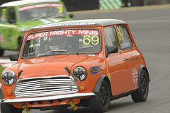 mighty mini-3075 (Roadsternumber6) Tags: race austin mini rover super cooper hatch mighty minis brands