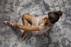 Inszenierte Personenfotografie / Mode  Outfit 1 (Caroline Groneberg) Tags: portrait ballerina mode ballett vogelperspektive vonoben inszenierung modeshooting personenfotografie inszeniertepersonenfotografie modeshootinh