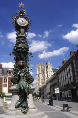 Amiens, place Gambetta, horloge Dewailly, statue (Ytierny) Tags: france statue vertical architecture bronze nu femme fontaine amiens picardie somme cathdralenotredame placegambetta amienois mariesanschemise horlogedewailly ytierny