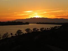 Atardece en la desembocadura del Ebro (Patataasada) Tags: sunset españa río river atardecer spain catalunya puestadesol ebro ocaso cataluña tarragona rivermouth desembocadura deltadelebre deltadelebro ríoebro