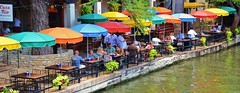 Petite Venise, San Antonio (CL'AIM) Tags: usa sanantonio river texas rivire umbrellas parasols 2011 vision:outdoor=0738
