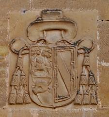 Santo Domingo de la Calzada (La Rioja). Abadía cisterciense. Escudo del obispo Manso de Zúñiga (santi abella) Tags: larioja escudos santodomingodelacalzada heráldica