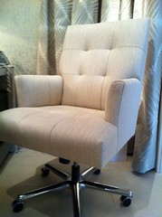 Anglų lietuvių žodynas. Žodis swivel chair reiškia pasukama kėdė, lietuviškai.