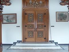 Porte sculpte N 12 (GeckoZen) Tags: indonesia java palais porte sculptures yogiakarta