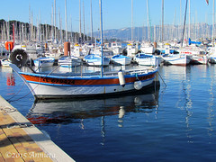 St. Mandrier-sur-Mer (♥ Annieta  pause) Tags: holiday haven france canon boot boat vakantie fishing ship harbour powershot côtedazur havre frankrijk provence var allrightsreserved februari vissersboot toulon 2015 saintmandriersurmer winterholiday wintervakantie annieta citrit theperfectphotographer reflectionslovers sx30is usingthisimagewithoutmypermissionisillegal