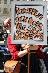 Frsta maj plakat 2013-05-01 (Michael Erhardsson) Tags: politik sverige socialism maj fana parti grupp fanor vnsterpartiet internationalen demokrati solidaritet arbetare budskap 1amaj svenskt politiskt demonstrera ideologi likasinnade riksdagsparti