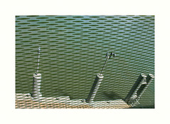 Une vue de la Seine (hlne chantemerle) Tags: panorama paris france seine divers structures extrieur reflets vue paysages objets fleuve ombres photographies mobilierurbain photosderue lesquais
