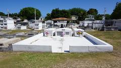 Key West Cemetery, FL (SomePhotosTakenByMe) Tags: city vacation friedhof usa holiday tree cemetery grave graveyard america keys island unitedstates florida outdoor urlaub tombstone insel stadt gravestone keywest grab amerika grabstein baum floridakeys keywestcemetery