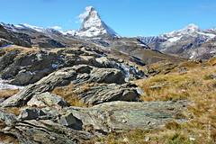 das Matterhorn (welenna) Tags: alpen autumn alps switzerland snow schnee schwitzerland sky swiss berge blue mountains mountain matterhorn view landscape relief