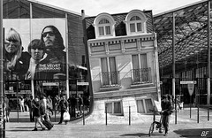 A penchant for Lou Reed ! (poupette1957) Tags: life voyage street city travel people urban house black paris art monument monochrome architecture canon french landscape town photographie gare noiretblanc exposition curious deco rue ville affiche graphisme parisblackandwhite atmosphre humanisme imagesingulires